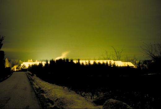 Drivhuset, hvis lys er kilden til lysforureningen på fotoet herover. Fot.: P.T.Aldrich.