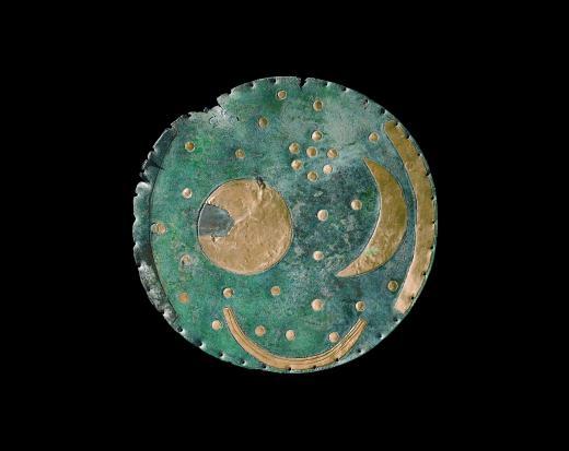 Himmelskiven fra Nebra i Tyskland er dateret til ca. år 1600 f.v.t. Skiven kan ses på Landesmuseum für Vorgeschichte i Halle i Tyskland.