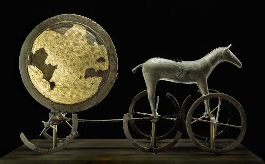 Solvognen fra ældre bronzealder, ca. år 1400 f.v.t. Kan ses på Nationalmuseet i København.